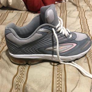 Avis woman's shoes